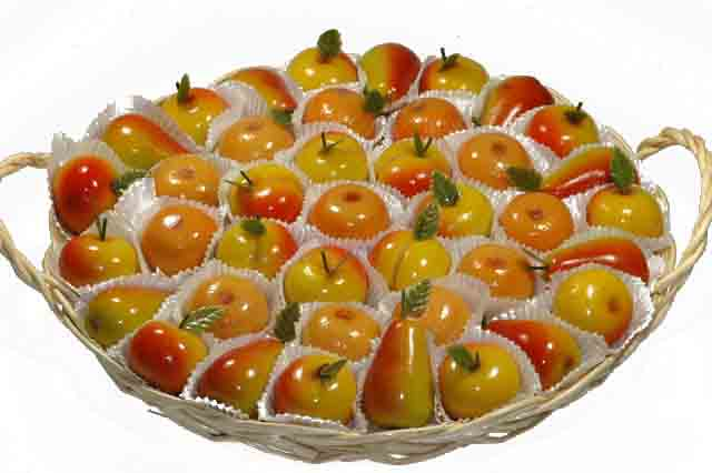 Mand met fruit